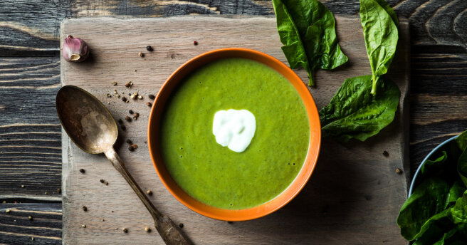 Light soup after the holidays: spinach with cream