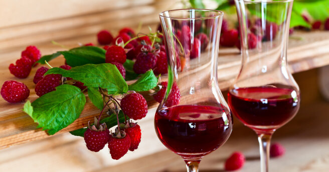Raspberry wine: how to cook at home