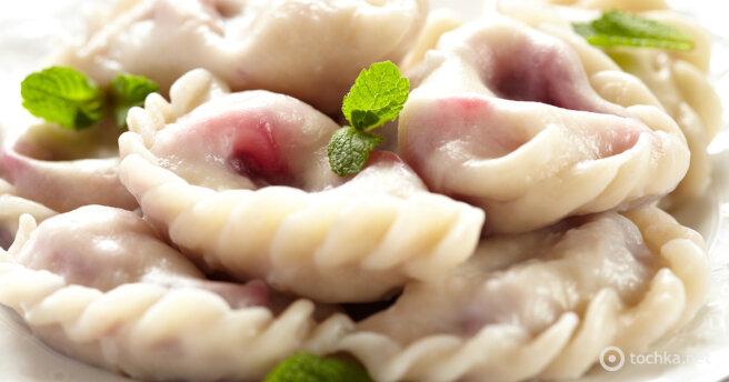 Dumplings with cherries: a very simple recipe