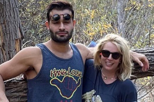 Britney Spears has published new pictures with boyfriend Sam Asgari