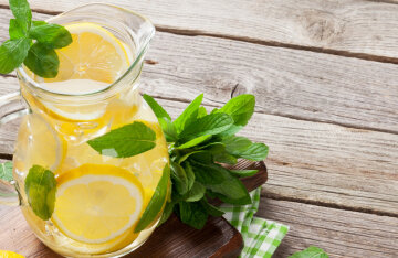 Cooling off in the heat: the perfect recipe for homemade lemonade