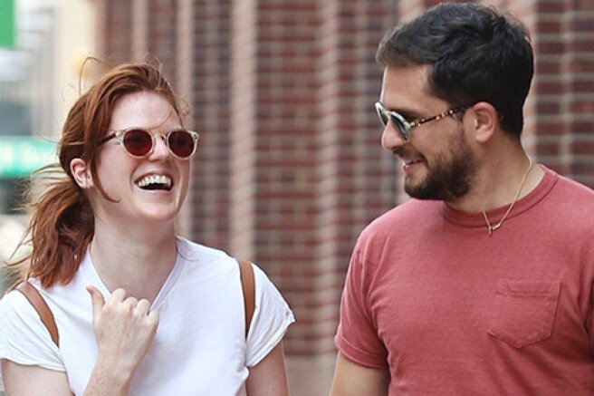 Lovers and happy: Kit Harington and Rose Leslie on a walk in New York