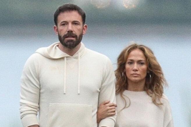 Paparazzi filmed Jennifer Lopez and Ben Affleck on a walk in the Hamptons