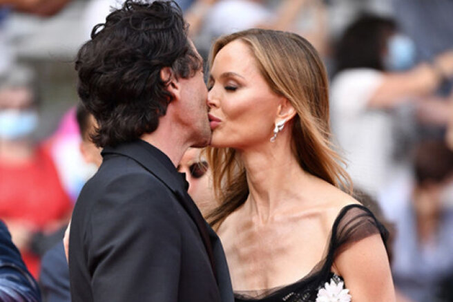 """Cannes kiss: Adrian Brody and his beloved Georgina Chapman at the premiere of """" The French Messenger"""""""