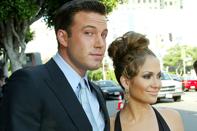 Ben Affleck was spotted at the window with engagement rings in a jewelry store