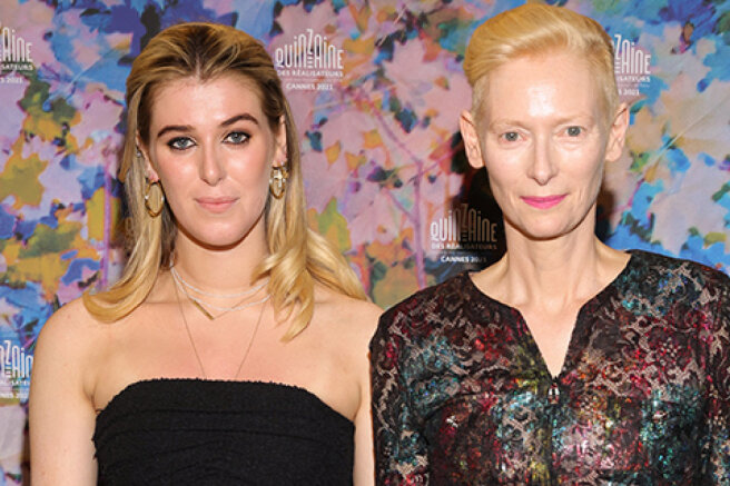 """Cannes-2021: Tilda Swinton with her daughter Honor at the premiere of the film """"Souvenir: Part 2"""""""