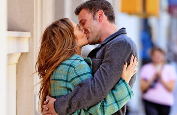 Jennifer Lopez and Ben Affleck were caught kissing in New York