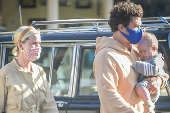 Katy Perry and Orlando Bloom on a walk with daughter Daisy in Los Angeles: new photos