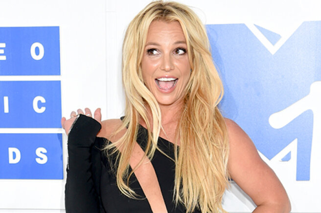 Britney Spears deleted Instagram two days after the announcement of the engagement. The network suggested that she was forced to do this