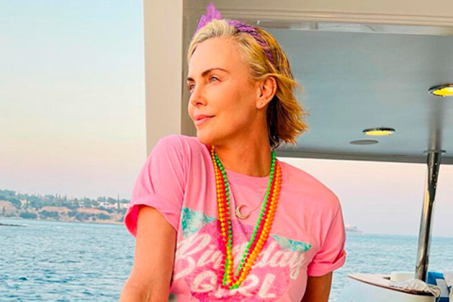 A party in the style of the 80s with a murder at the prom: how Charlize Theron celebrated her birthday