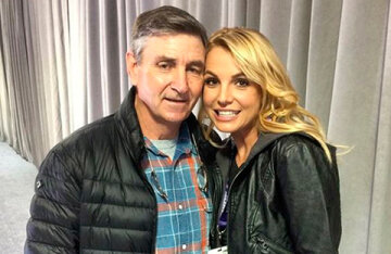 Britney Spears ' father wants to remain as the custodian of her property