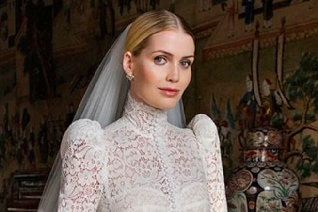 A photo of the luxurious wedding dress of Princess Diana's niece Kitty Spencer appeared on the network