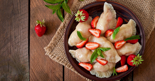 Dumplings with strawberries: two recipes to choose from