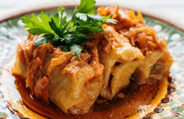 Lean cabbage rolls: a delicious recipe with rice and vegetables