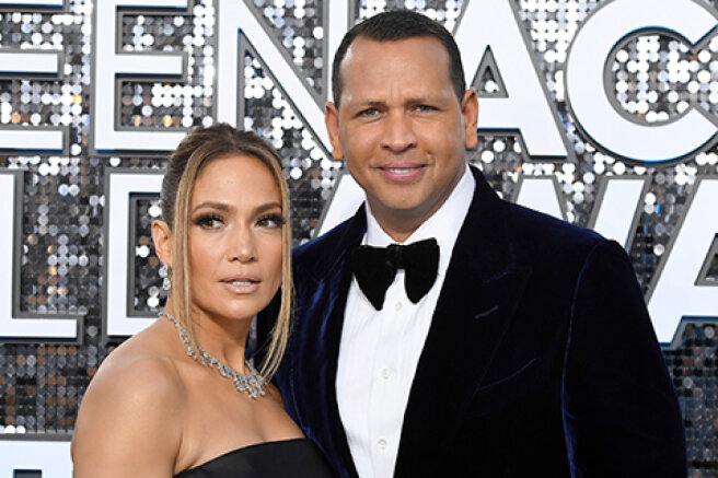 Jennifer Lopez unsubscribed from ex-fiance Alex Rodriguez on Instagram and deleted all photos with him