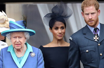 Media: Elizabeth II wants to sue Prince Harry and Meghan Markle because of their constant attacks on the royal family