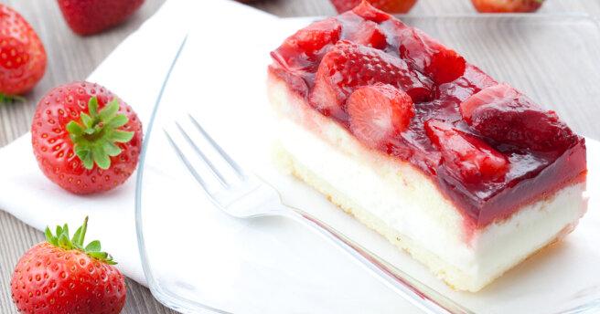 Strawberry cake: an amazing spring dessert