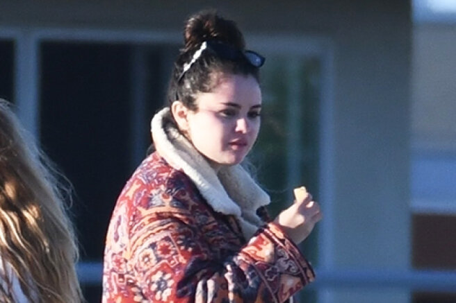 Selena Gomez rested on a yacht with friends and provoked rumors about a new romance