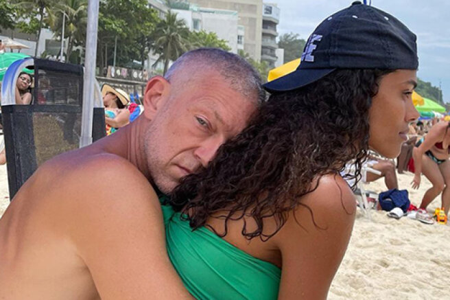 Tina Kunaki has published new pictures with Vincent Cassel in honor of the wedding anniversary