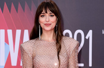 """Dakota Johnson, Maggie Gyllenhaal and others at the premiere of the film """"The Missing Daughter"""" in Lonodna"""