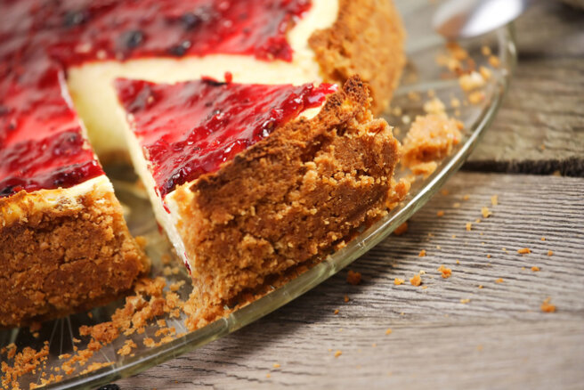 What to cook from raspberries: cheesecake