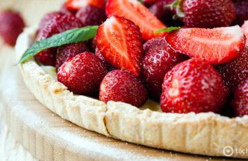 Strawberry pie: a step-by-step recipe for a bright dessert