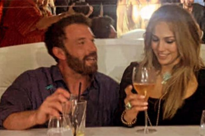 Kisses, a party and an iconic moment from the clip: how Jennifer Lopez celebrated her birthday with Ben Affleck in Saint-Tropez