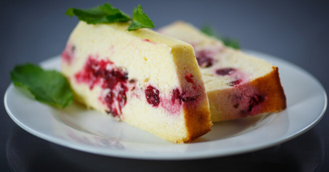 Cottage cheese casserole with berries: recipe without flour