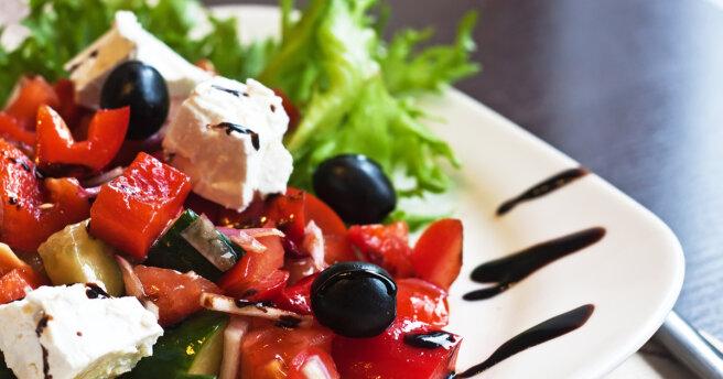 Greek salad: recipes with citrus and avocado