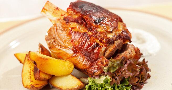 """Baked pork knuckle: """"royal"""" recipe"""