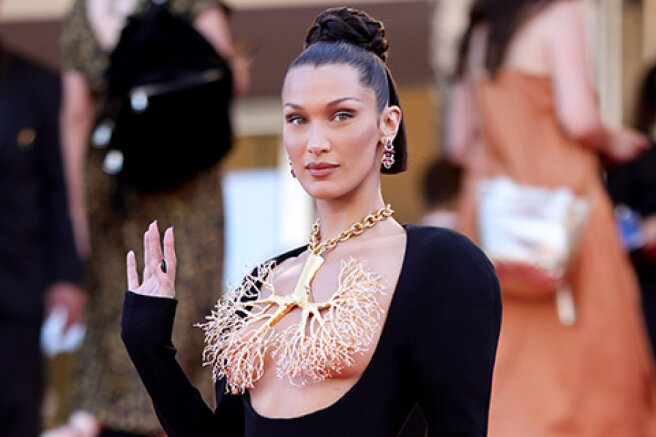 """Cannes-2021: Bella Hadid, Taylor Hill and other stars at the screening of the film """"Three Floors"""""""