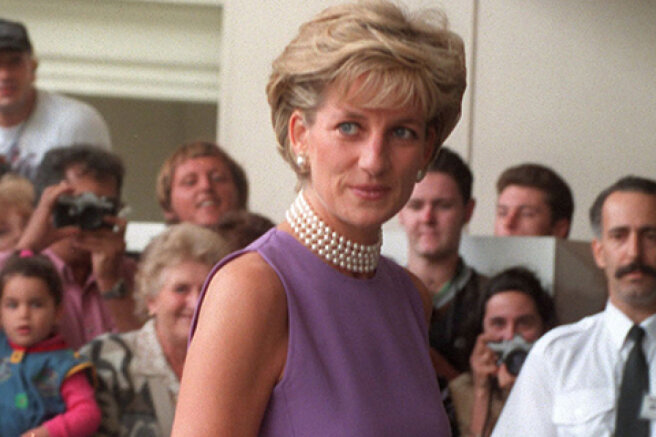 The BBC will pay the royal family two million dollars for the scandalous interview of Princess Diana