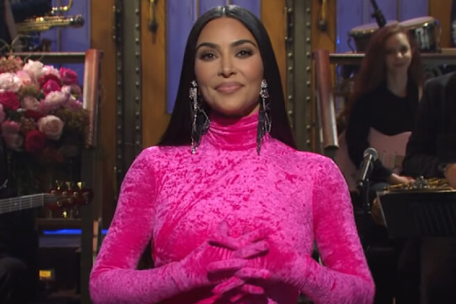 Jokes about divorce from Kanye West, plastic surgery and sex videos: Kim Kardashian debuted on the SNL show