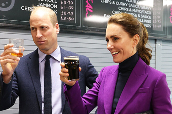 Kate Middleton and Prince William have a beer with students in Northern Ireland