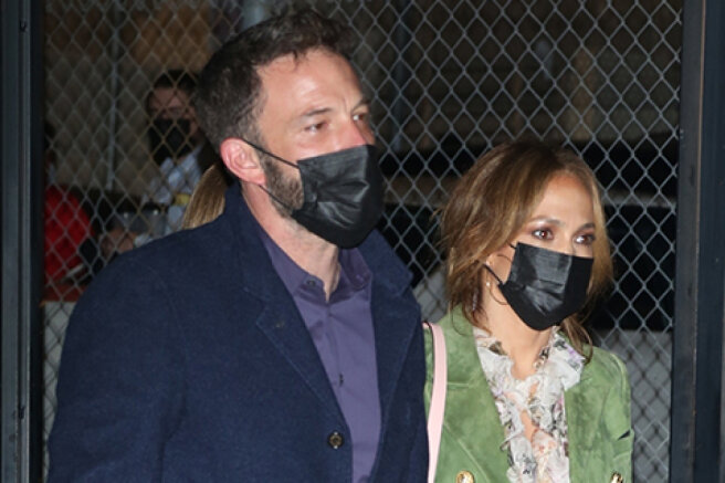 "Jennifer Lopez and Ben Affleck took their children to the musical ""Hamilton"""